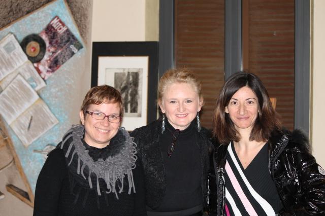 La pittrice Nicoletta Brenna, Claudia Ryan e Maria Fedele, dell'associazione Liberalibro, che ha condotto il dibattito